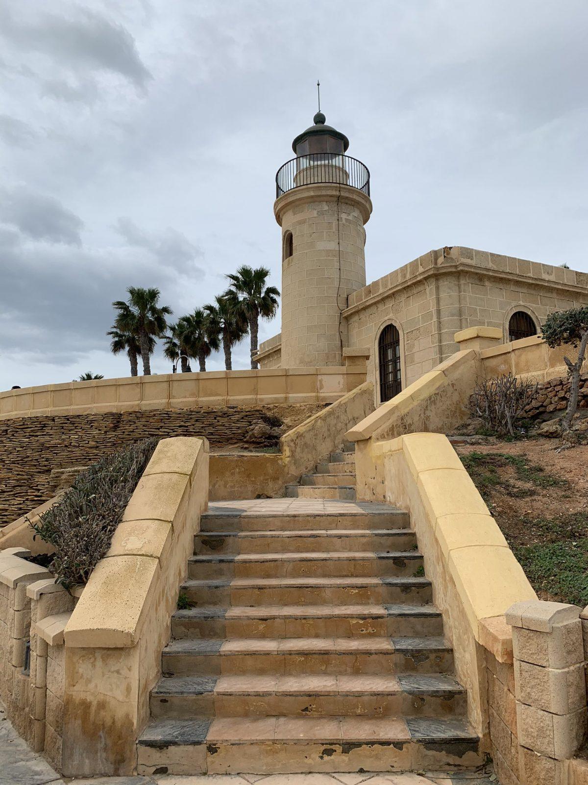 El faro de Roquetas de Mar por Víctor