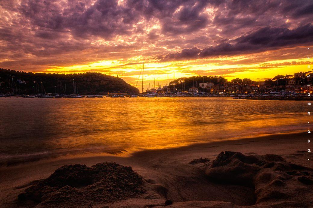 La imagen tiene un atributo ALT vacío; su nombre de archivo es Pep-A-Puerto-Soller-Sunset-1040x693.jpg