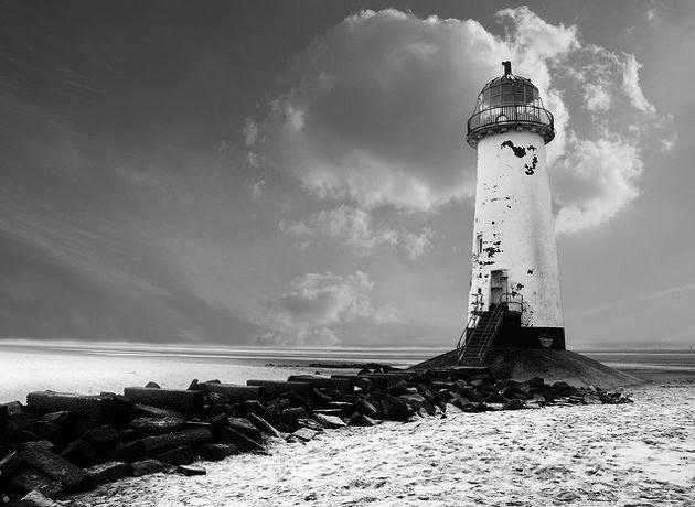 La imagen tiene un atributo ALT vacío; su nombre de archivo es Talacre-Beach-faro.jpeg